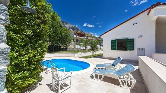 Family Villa with pool near Split in quiet area