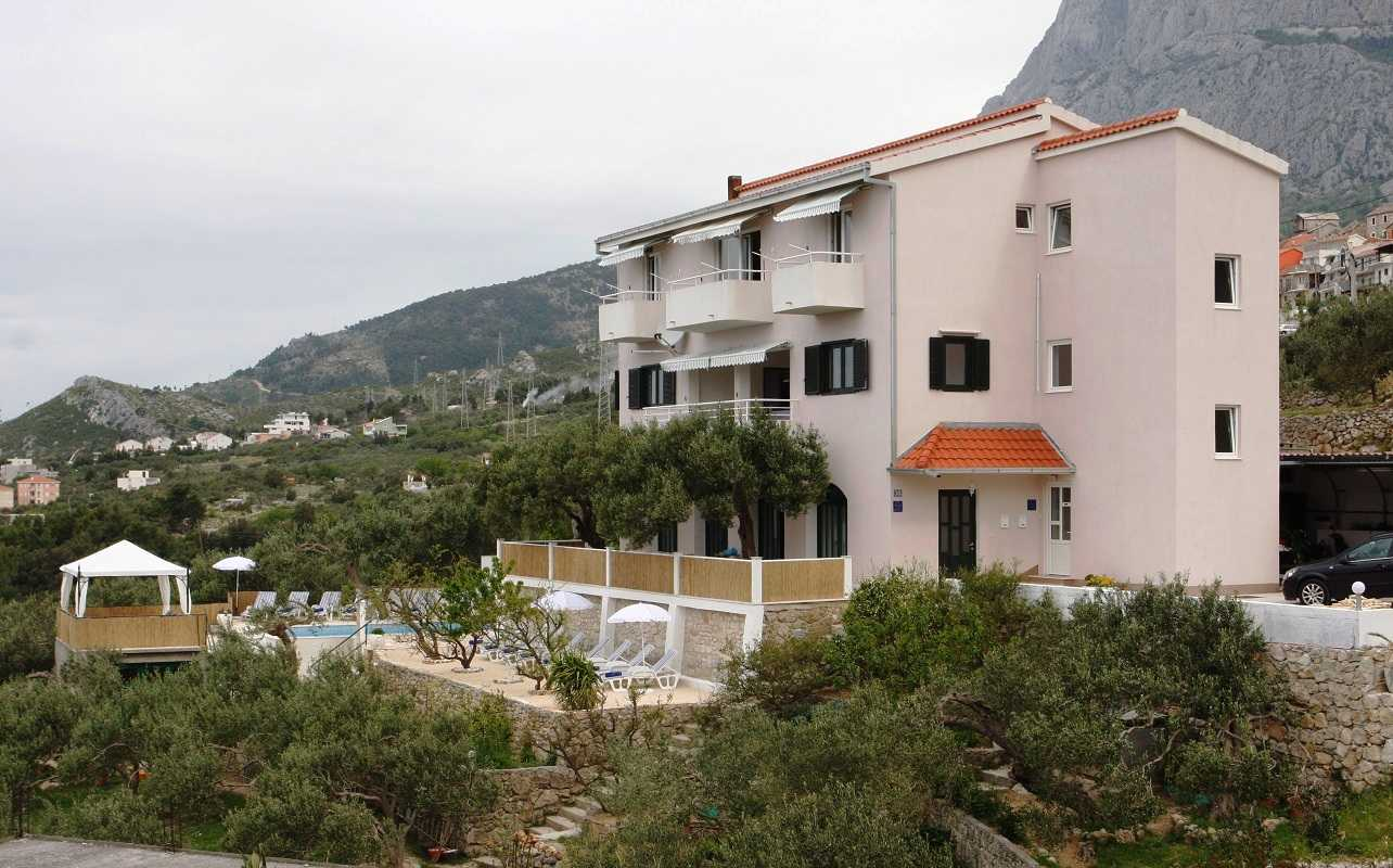 Family villa in makarska with pool and sea view for Family villas