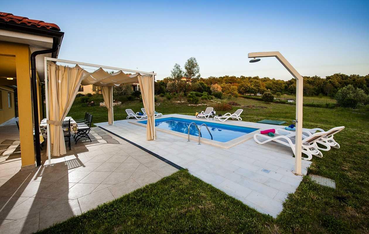 Stylish rovinj villa with pool garden privacy for Anda garden pool villas