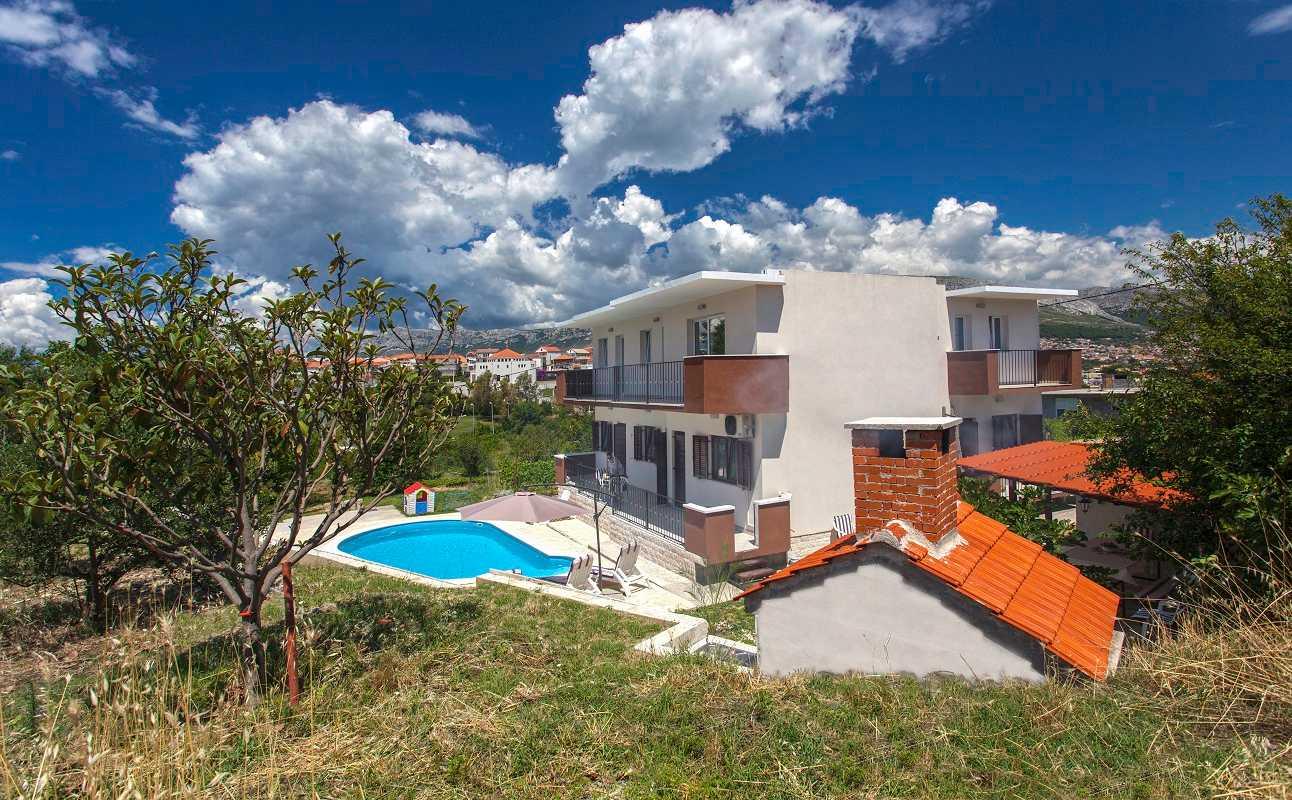 Family villa in split with pool in peaceful private area for Family villas
