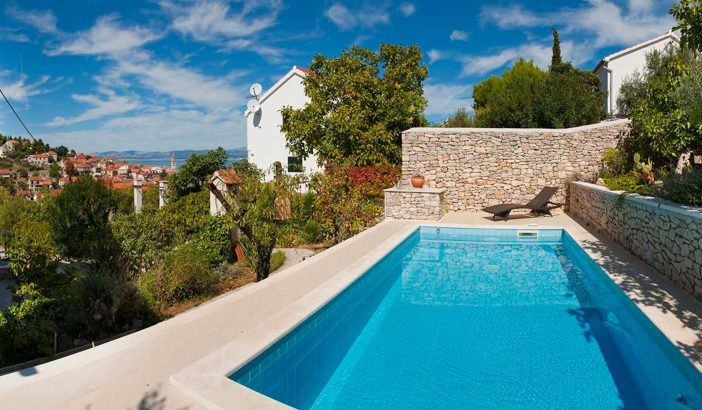 Family villa in sutivan with pool and sea view for Family villas