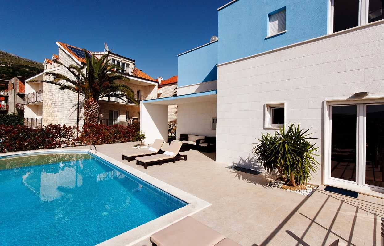 Holiday Luxury Villa With Pool Split Area Near Beach
