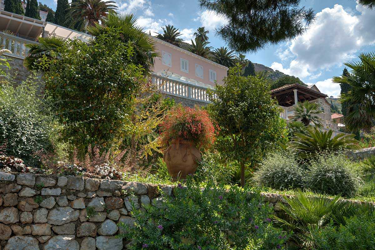 Exclusive villa dubrovnik with pool by the sea gardens for Gardens and villa