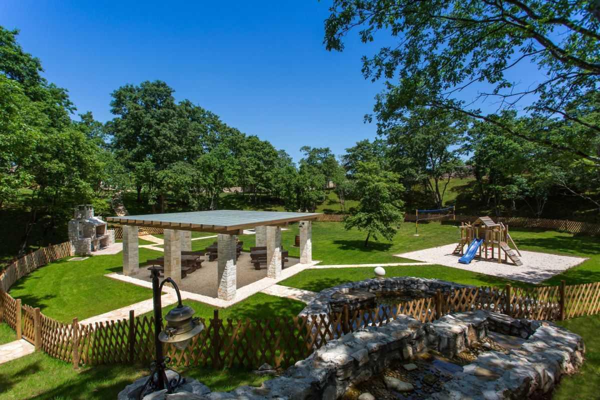 Luxury Villa Near Pula With Pool Sauna Garden In Nature